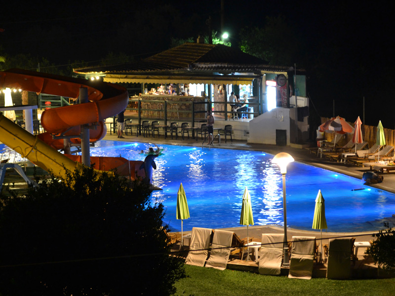 Night pool bar